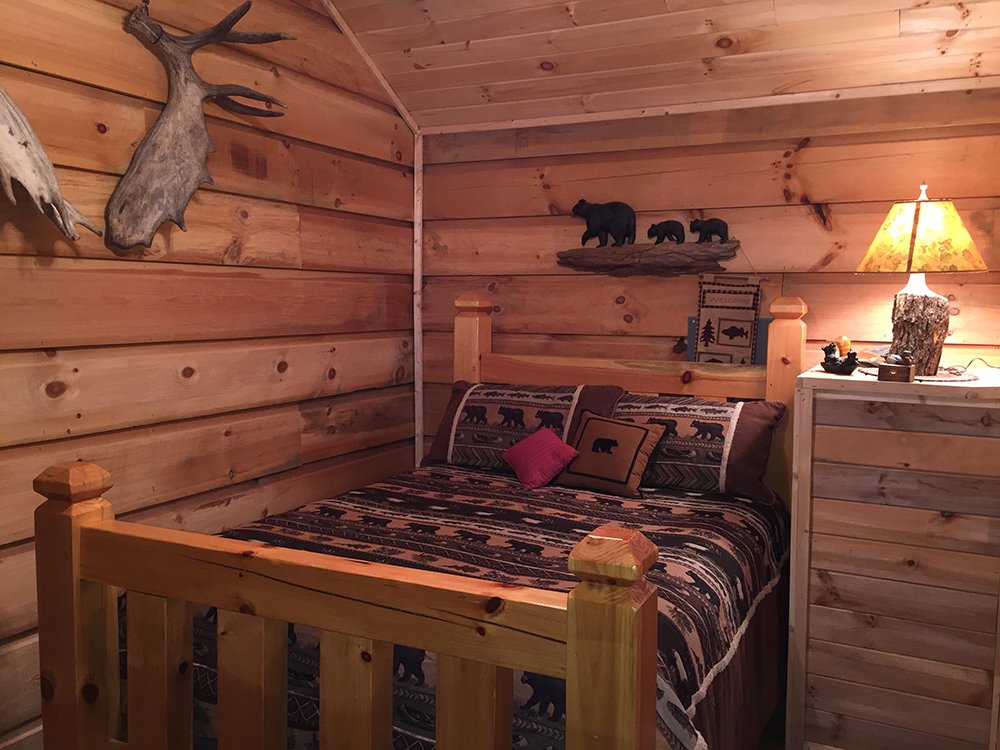 bear-den-cabin-bedroom