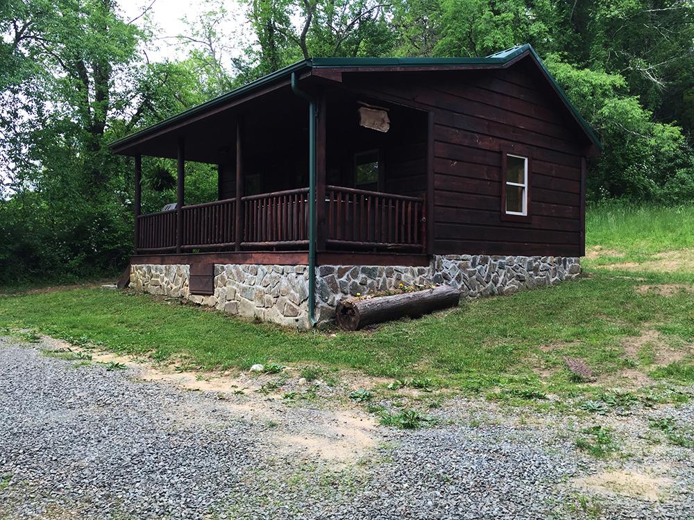 Bear den cabin mountain breeze log cabins for Log cabins in big bear