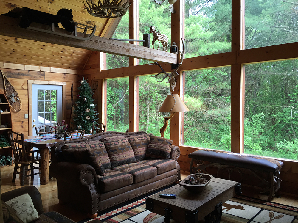 galax-elk-ridge-cabin-living-room
